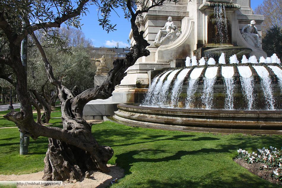 Фонтан на площади Испании (Plaza De España)