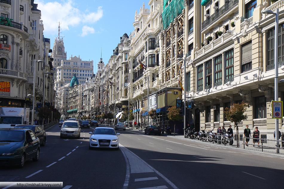 Улица Гран Виа (Gran Via) - неофициально считается главной улицей столицы Испании. В Мадриде как раз праздновали 100 лет Гран Виа.