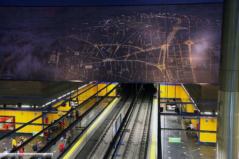 """Станция метро """"Аэропорт"""". В отличии от Москвы, тут действительно аэропорт Барахас. В двух разных терминалах - две разные станции метро, причем не конечные."""