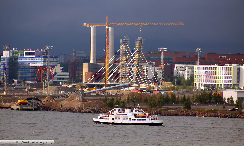 Вид с палубы парома Tallink Baltic Princess. Те же дома, и тот же район Ruoholahti.