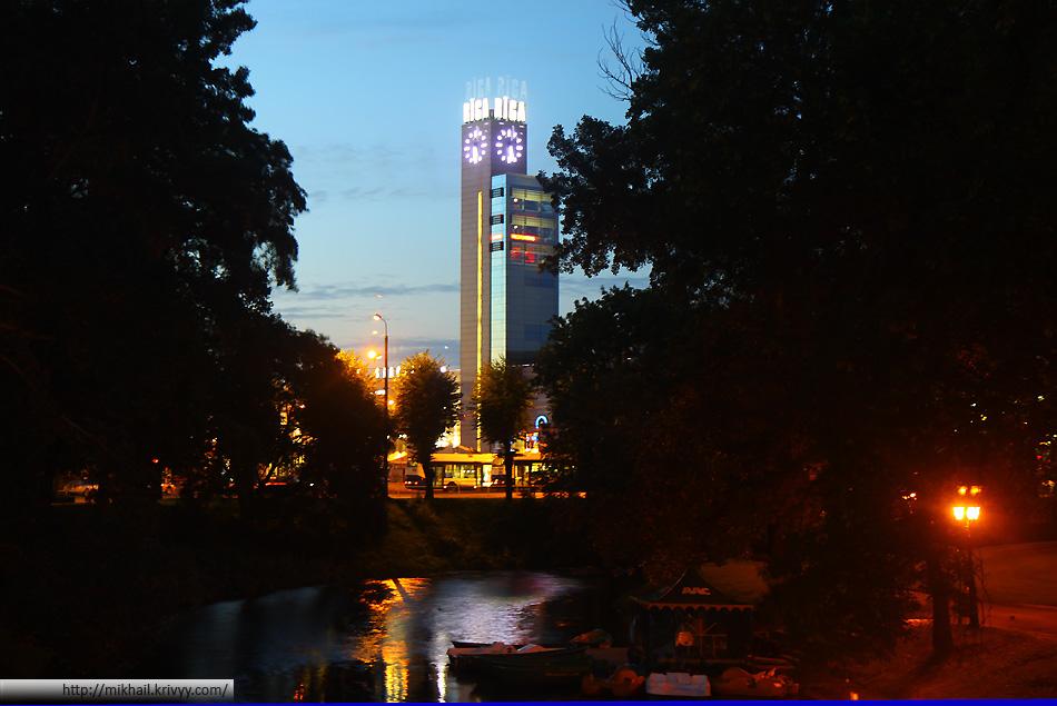 Привокзальная площадь в Риге. Городская канал. Вид с улицы Крышьяна Борона (Krišjāņa Barona iela)
