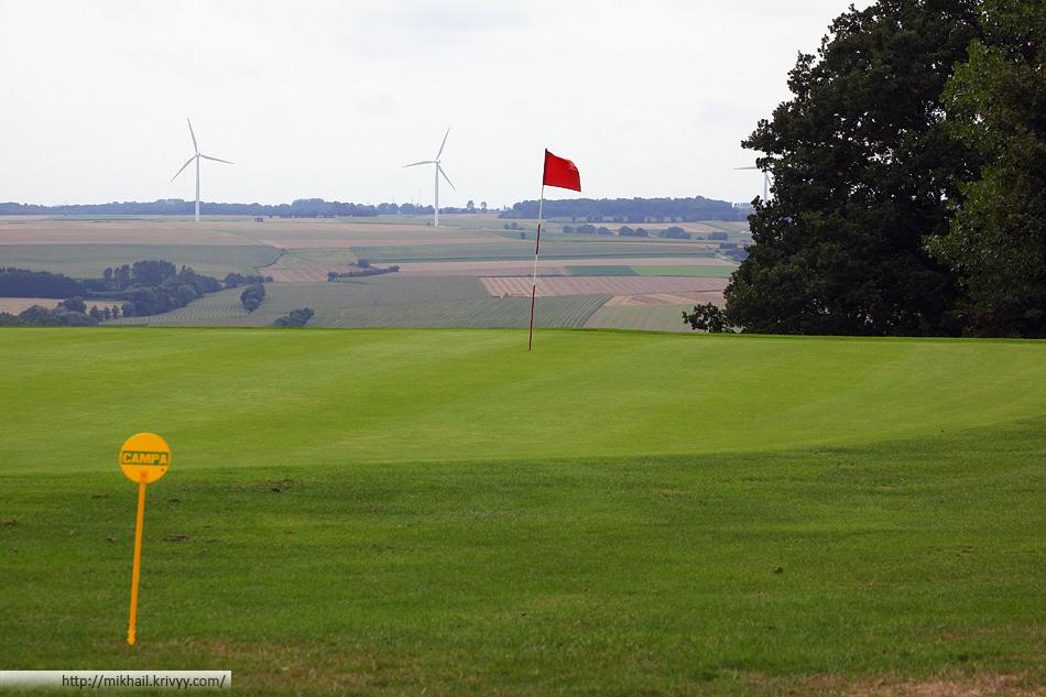 Некоторые отрезки были размещены на гольф-поле Олэн (Olhain). Диск-гольф дистанции часто совмещают с гольф парками.
