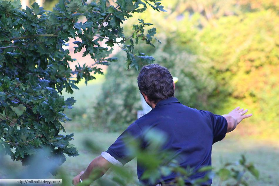 Деревья и кусты - главный враг любого игрока. Иосиф Юсим выполняет бросок на дистанции Вингль (Wingles)