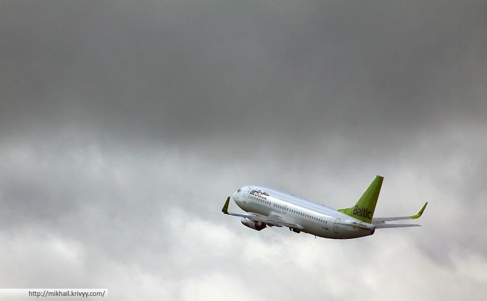 Boeing 737. AirBaltic YL-BBJ.