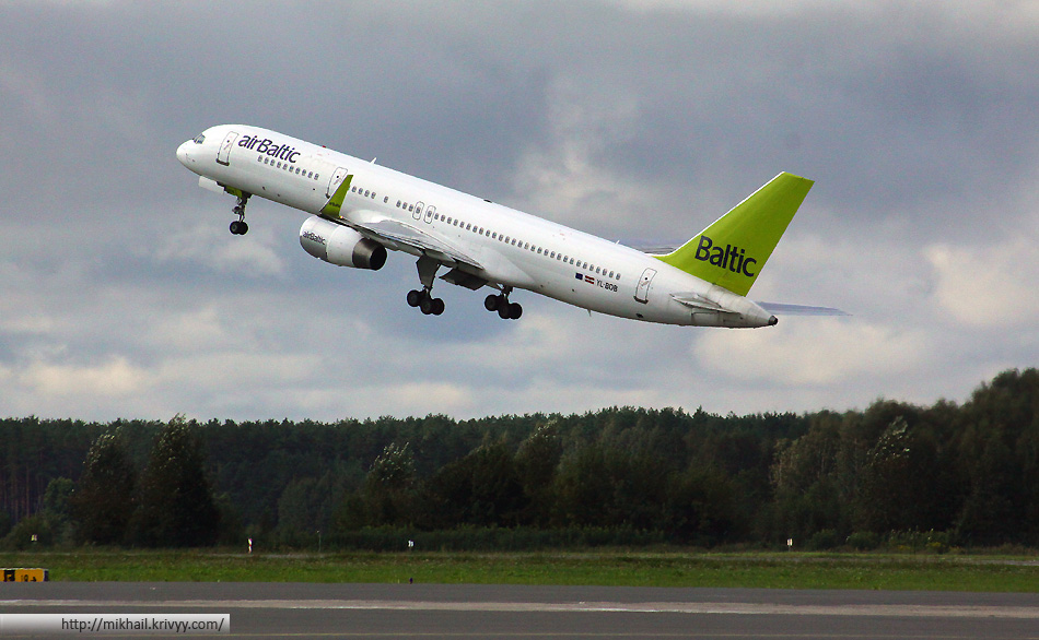 Boeing-757 256. AirBaltic YL-BDB.