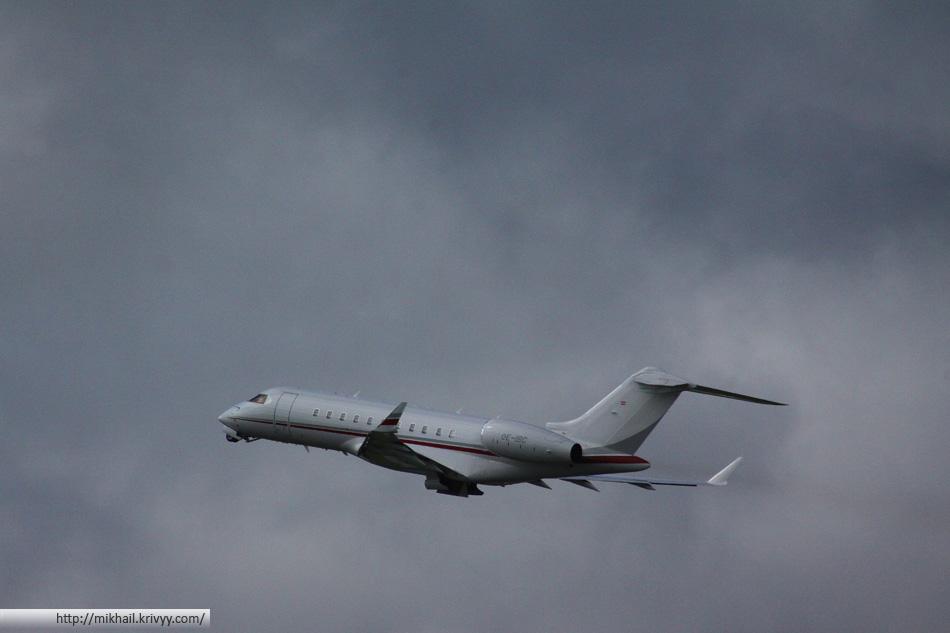 А этот Bombardier BD-700-1A11 Global 5000 из семейства бизнес авиации. Летает под латышским флагом. Не так давно был замечен в Чите.