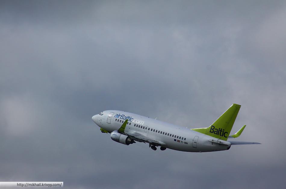 Boeing 737-800. AirBaltic YL-BBH. На таком я в Ригу и попал.