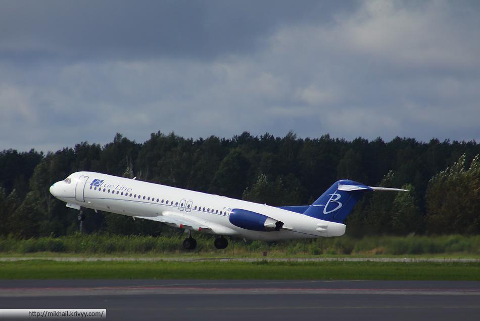 Старший брат - Fokker 100. Blue Line F-GNLH. Самолет французской авиакомпании, которая занимается VIP и чартерными перевозками.