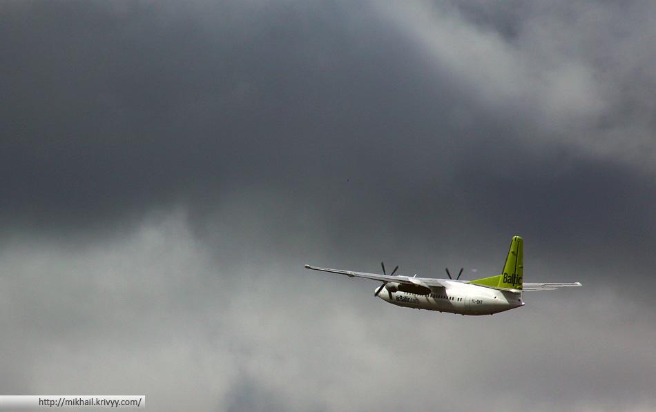"""Fokker 50. AirBaltic YL-BAT. Такие самолеты летают из Риги в небольшие аэропорты """"соседних"""" городов."""