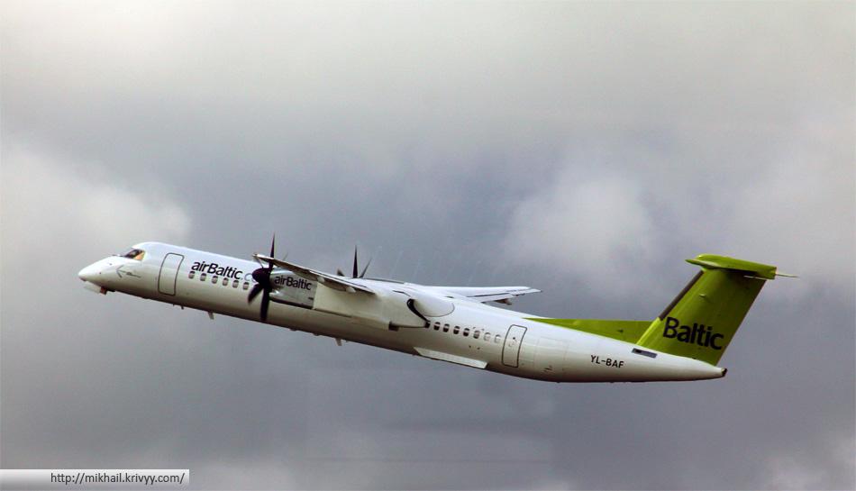 Bombardier Dash 8 авиакомпании AirBaltic выполняет рейс Рига-Вильнюс (260 км)