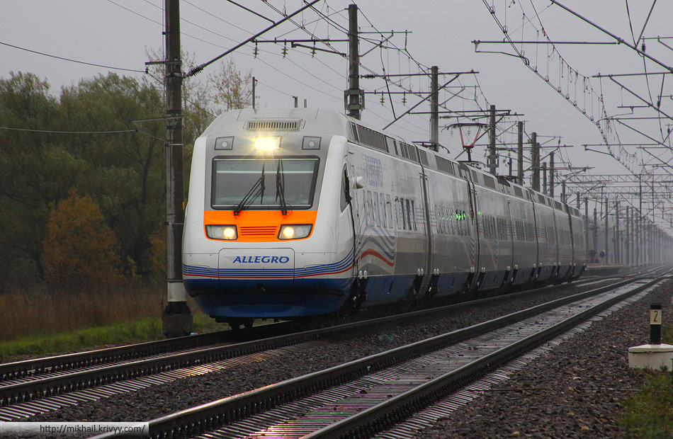 """По ощущениям, поезд тяжелее Verlaro RUS (""""Сапсан""""), по скорости - примерно одинаково. Вообще в этом конкретном месте, на глаз, и """"Сапсан"""" и """"Аллегро"""" не выделялись на фоне обыкновенных ночных поездов под """"ЧС2Т"""""""