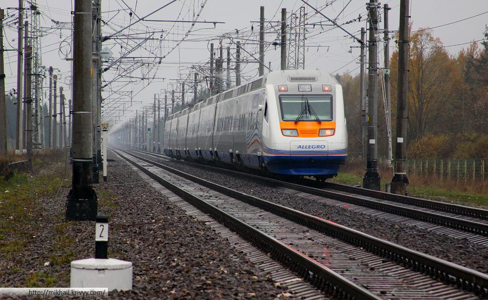 До Питера осталось ровно 100 км. Российской нумерации на поезде нет, так как поезд все таки финский.