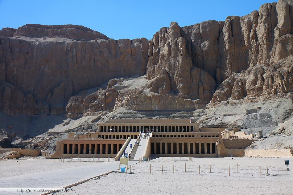 Заупокойный храм Хатшепсут в Дейр-эль-Бахри. Западный берег реки Нил.