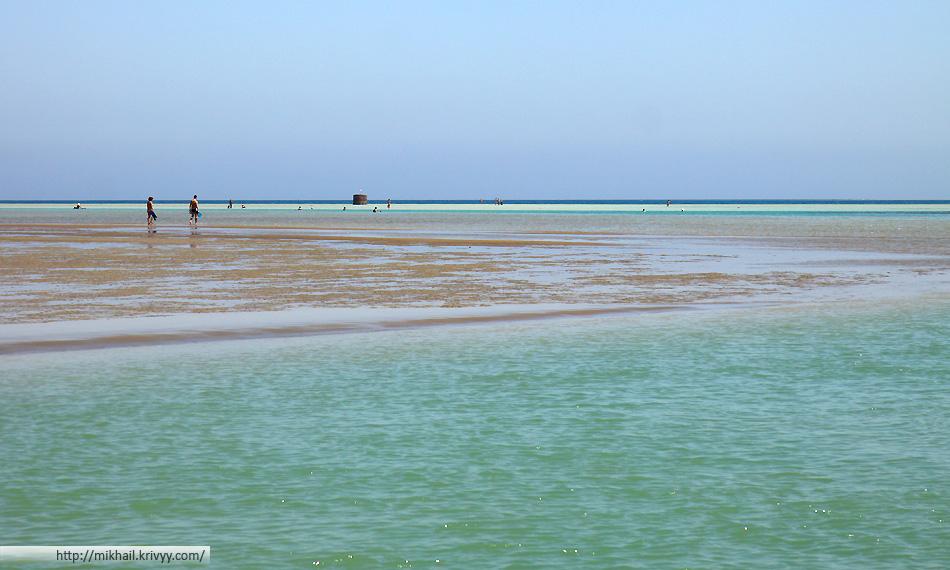 """Эль Гуна - """"элитный"""" Египетские курорт с """"убитым"""" морем. Посещение курорта очень полезно для фигуры - каждое купание сопровождается получасовой прогулкой """"по воде""""."""