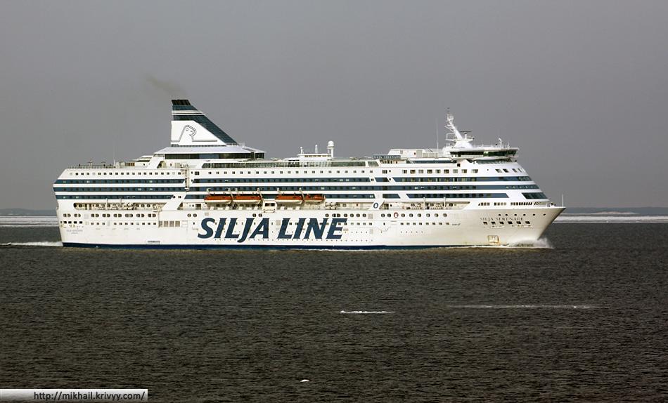 Silja Serenade ходит по маршруту Хельсинки-Мариехамн-Стокгольм.