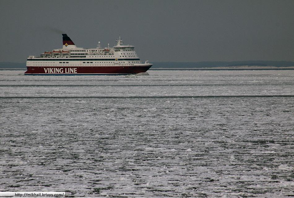 """Паром Viking Line M/S Gabriella идет из Стокгольма в Хельсинки. Вот что значит """"Лайнер ледового класса"""""""