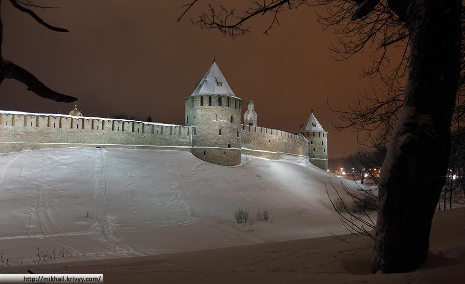 Федоровская и Митрополичья башни Новгородского Кремля.