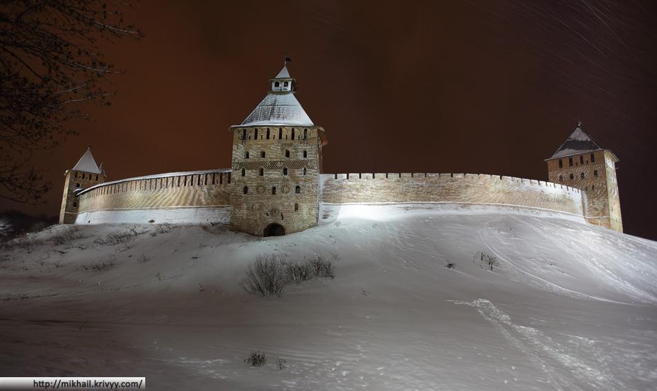 Новгородский Кремль. Княжная, Спасская, Дворцовая башни.