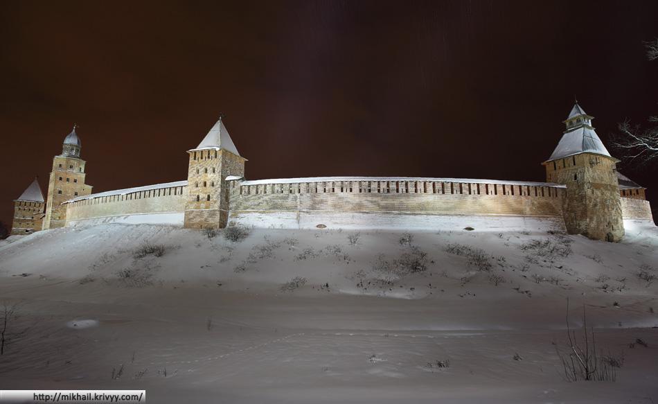 Пять в одном. Башни слева направо: Покровская, Кукуй, Княжная, Спасская, Дворцовая.