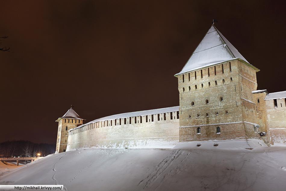 Новгородский Кремль. Златоустовская и Покровская башни.