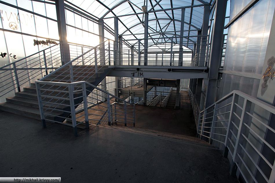 Верхний лестничный пролет надземного перехода в Чудово.