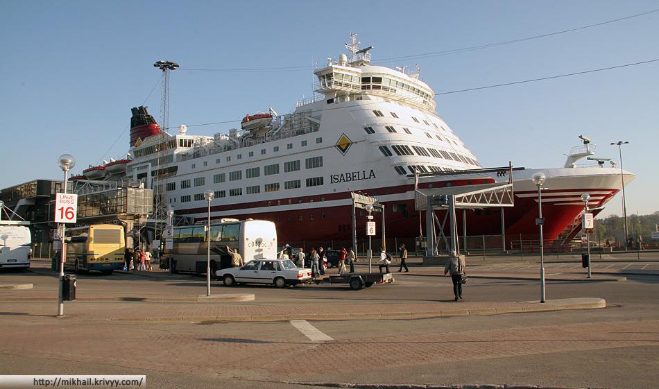 Viking Line Isabella. Возня с колесом автобуса.