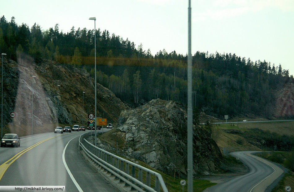 Сразу понятно - мы в Норвегии. Горы выше, дороги уже.