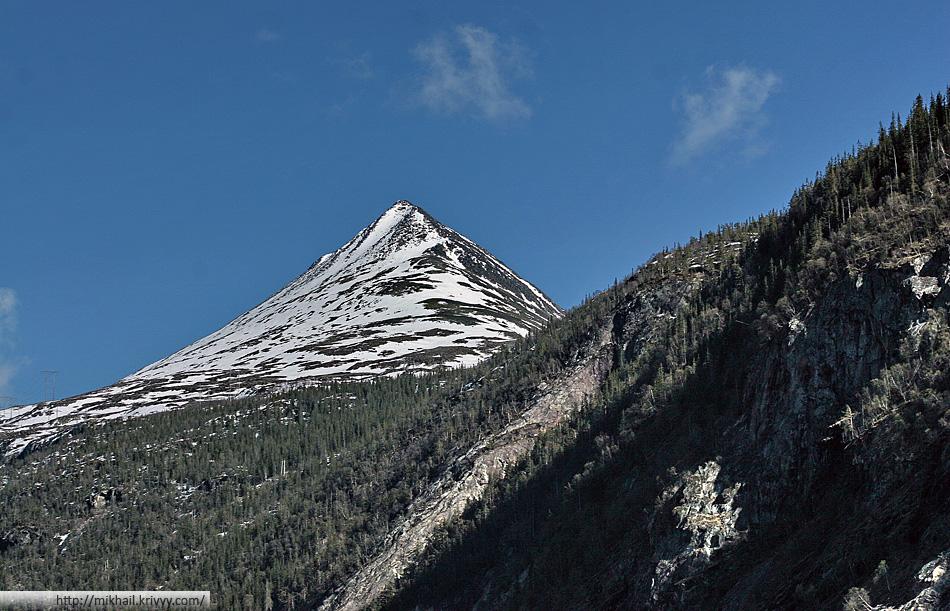 Гора Гаустатоппен (Gaustatoppen). Именно у подножия этой норвежской Фудзиямы лежит городок Рюкан (Rjukan)