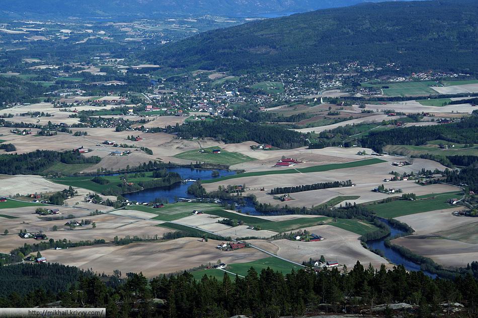 Вид с горы Шинан (Skinan) на городок Бё (Bø).