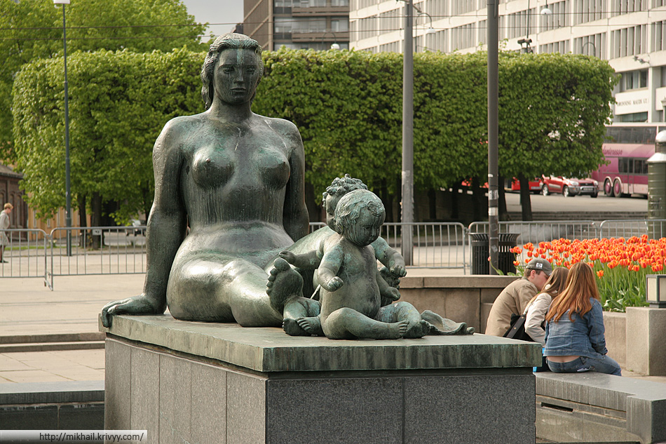 В Осло очень много голых статуй. Судя по всему, все это скульптуры Густава Вигеланда.