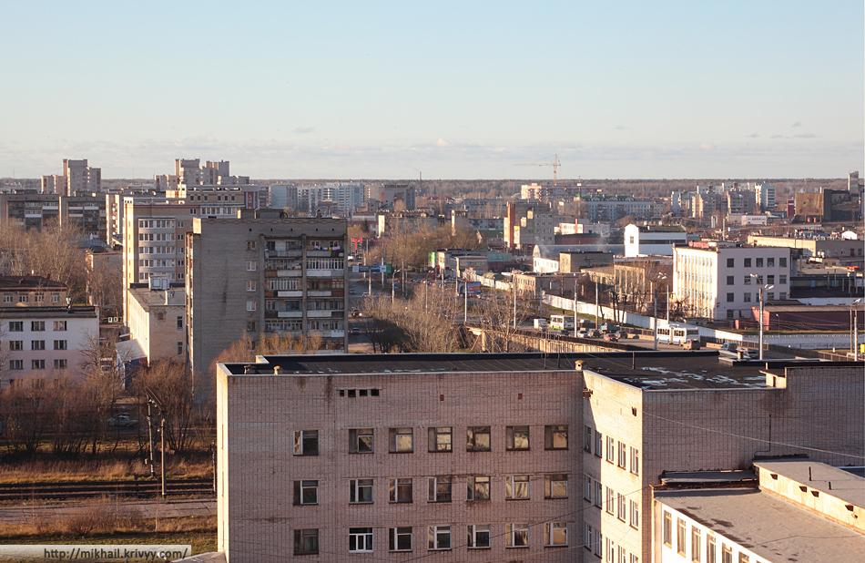 Проспект Александра Корсунова. На переднем плане пятый корпус НовГУ.