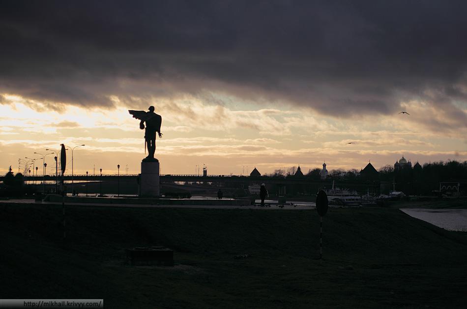 Памятник Александру Невскому. Одноименная набережная.