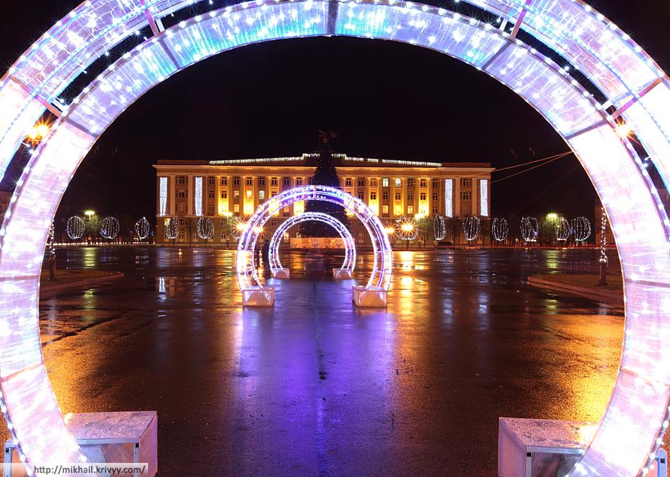 Новогодние украшения на Софийской площади.