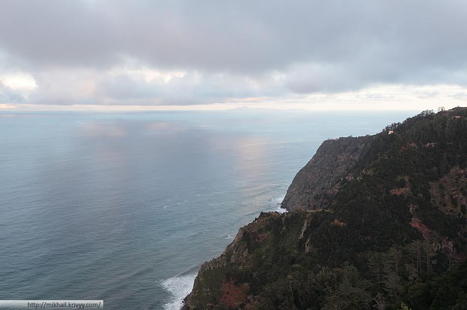 А еще было видно соседний остров - Porto Santo. До него около 45 км. Останется время - сгоняем туда.