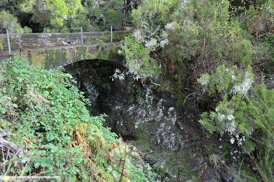 Местами акведуки - это акведуки. Под этим термином понимаются как ирригационные каналы, так и мосты для воды.
