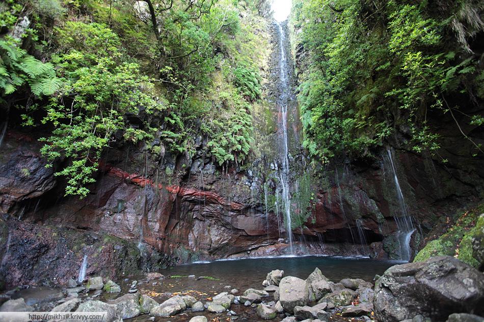 """Конечный пункт нашего маршрута - водопад """"25 фонтанов"""". Большая часть воды с него уходит в акведуки."""