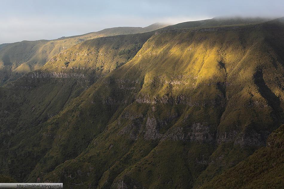 Горы кажутся больше чем на самом деле, так как покрыты не лесами (как может показаться), а кустарником.