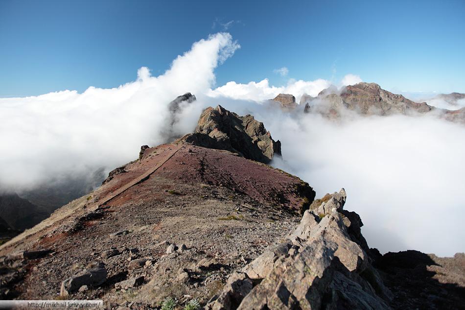 По дороге от пика Арейро (Pico Arieiro) к пику Руйву (Pico Ruivo)