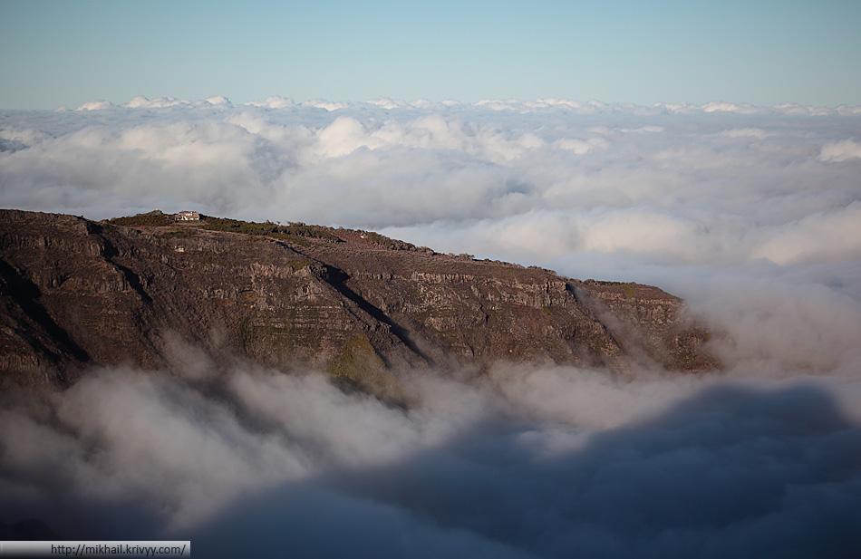 Дом над облаками. По дороге от пика Арейро (Pico Arieiro) к пику Руйву (Pico Ruivo).