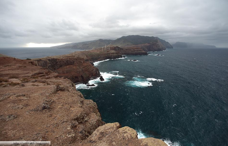 Мыс Сан Лорнецо. Вид в сторону острова Мадейра. Тут видна погода в северной и южной частях острова.
