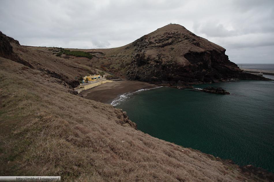 Один из пляжей Мадейры. Если вам нужен пляжный отдых, то лучше поискать другой остров.
