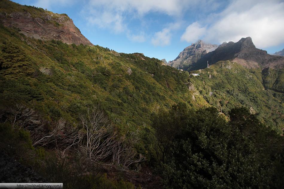 А это тот самый перевал, что тут называют энкумеадой (Encumeada). Высота перевала - 1007 метров.