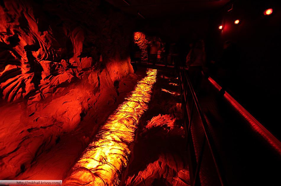 По легенде, мы идем глубоко под землей. Тут много раскаленной лавы.