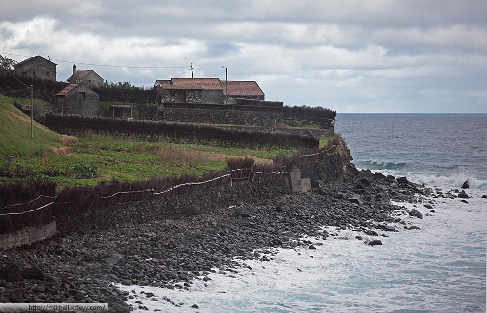 В некоторых местах огороды выходят прямо к океану (Contreiras)