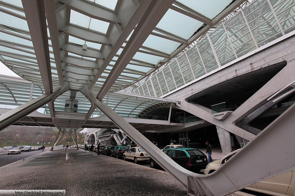 Вокзал Лиссабон Ориенте. Lisboa Oriente. Нулевой уровень, автобусные платформы.