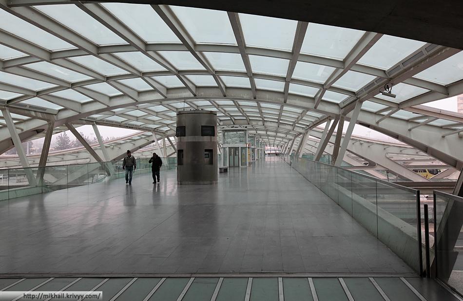 Лиссабон Ориенте. Первый уровень - выход к автобусным платформам.