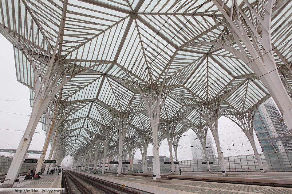 """Высота """"дебаркадера"""" создает ощущение присутствия паровозов. Хотя вокзалу всего 13 лет."""