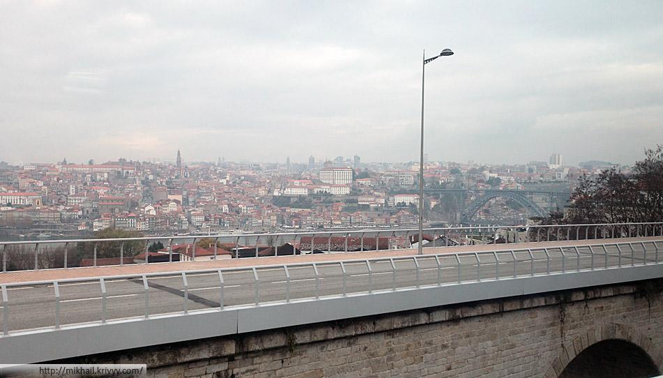 Вид на Порту из поезда, со стороны Вилла-Нова-Ди-Гая.