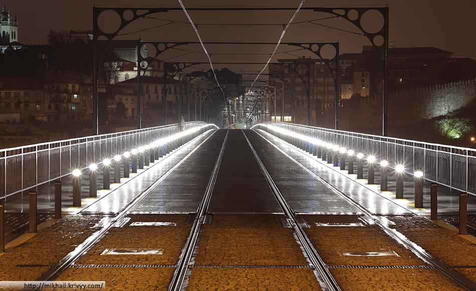 Мост Понте-де-Дон-Луиш (Ponte de D. Luís). Верхняя часть - пешеходы + метро.