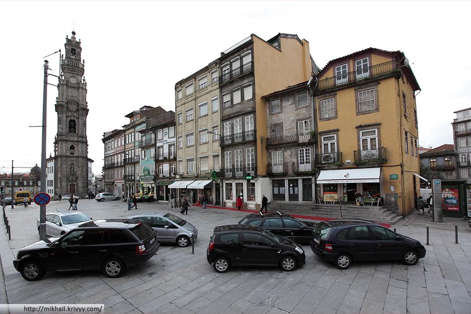 Торре-душ-Клеригуш - самая высокая церковная башня Португалии и символ города Порту.
